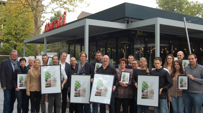 Schirmherr Peter Nöthel mit Vertretern aller tour de menu gusto 2015 Sieger-Restaurants