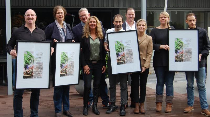 Vertreter der 1. Plätze zusammen mit Schirmherr Peter Nöthel und Gabriela Picariello von »RheinLust